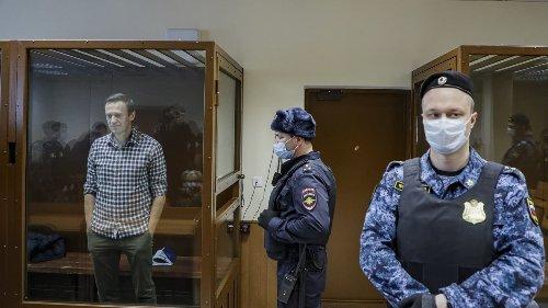 Алексей Навальный награждён женевскими НГО