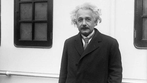 Digital Albert Einstein artificial intelligence is here to help with your science homework