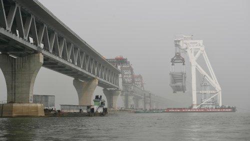 Frachter und Passagierschiff kollidieren – 26 Tote