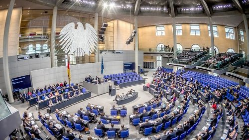 Corona-Krise: Bundestag berät über bundesweite Notbremse