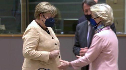 Merkel verweigert von der Leyen den Handschlag