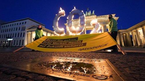 Aktion für Senkung der CO2-Werte vor Brandenburger Tor