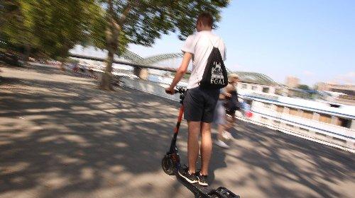 Hunderte E-Scooter im Rhein versenkt – Gefahr für Gewässer