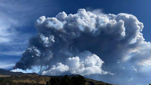 Gigantische Aschewolke nach Vulkan-Ausbruch