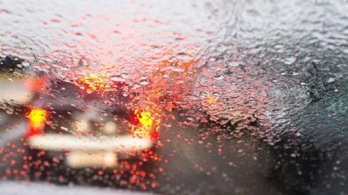 Tempo runter - Volle Konzentration: Auto- und Motorradfahren bei Sturm