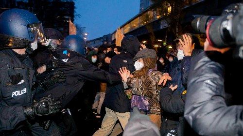 Tausende demonstrieren in Berlin – Rangeleien mit Polizei
