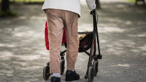 Mann reißt 88-Jähriger Kette vom Hals – Fahndung