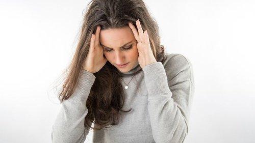 """Häufigkeit beachten - Schmerzmittel: Die """"10-20-Regel"""" bei Kopfschmerzen"""