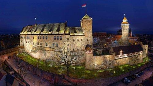 Nürnberger Burg: Regenbogenflagge aktiviert Staatsschutz