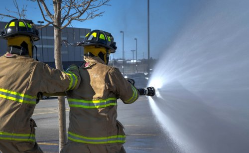 Brennende Akkus: Sind Elektro-Autos wirklich gefährlicher als Benziner?