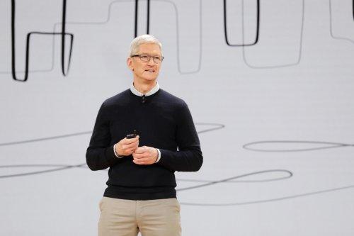 Apple-Chef Tim Cook verdoppelt sein Gehalt, aber fällt im Spitzenverdiener-Ranking
