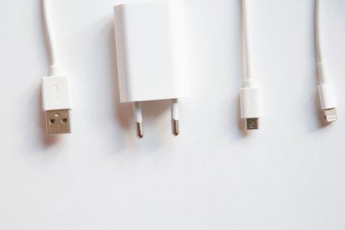 Ein Kabel für alle: EU-Kommission will einheitliche Handy-Ladebuchsen