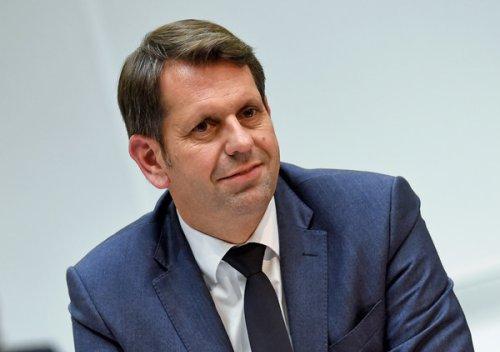 Umweltminister präsentiert 10-Punkte-Plan für mehr E-Ladepunkte