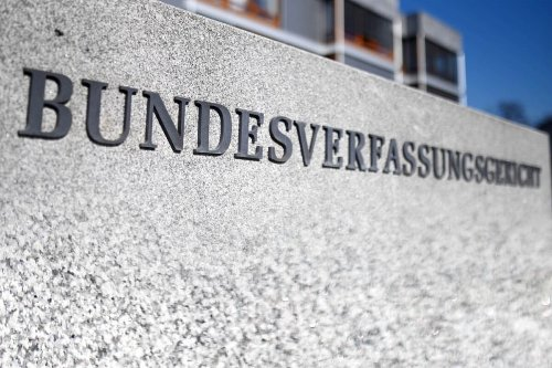 Coronavirus: Notbremse von Bundesrat beschlossen, erste Klage in Karlsruhe eingereicht