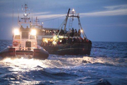 Hunderte Migranten erreichen Lampedusa