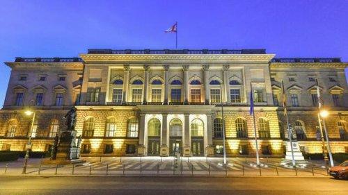 Neue Umfrage deutet bei Berlin-Wahl auf Kopf-an-Kopf-Rennen