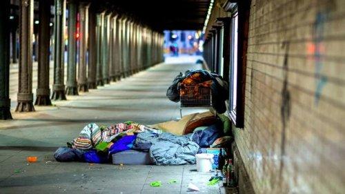 Obdachloser gesteht Mord, um nicht mehr auf Straße schlafen zu müssen
