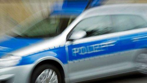 Pkw stößt mit Fahrzeug der Berliner Polizei zusammen