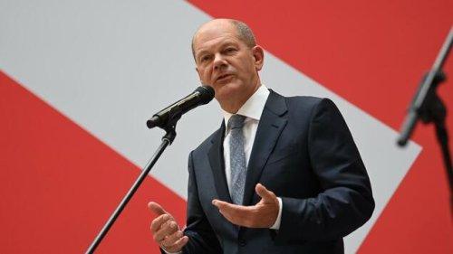 Scholz überrascht mit Pressekonferenz auf Englisch