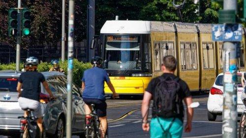 Erneut Unfall mit Auto und Straßenbahn in Berlin