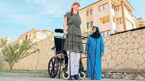 Die größte Frau der Welt misst 2,15 Meter