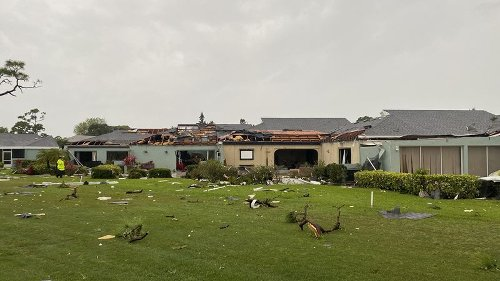 Severe storms rip off roofs in Bradenton, threaten Tampa Bay again today