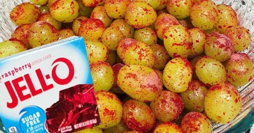 """People Are Making """"CANDY GRAPES"""" Using Jell-O Mix—and It's the Perfect Summer Snack"""