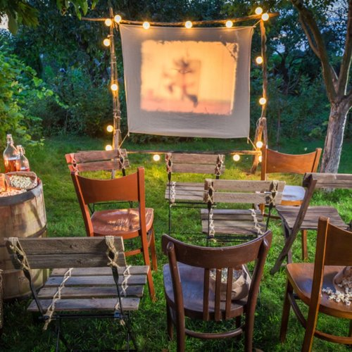 10 Fun Ideas for an Outdoor Movie Night