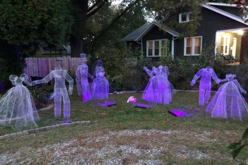 People Are Making Ghosts Out of Chicken Wire for Halloween—and They're So Realistic, It's Spooky