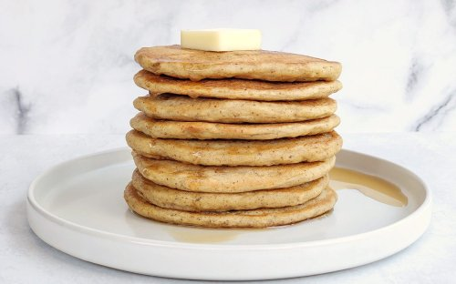 This Is How to Make Soft and Fluffy Pancakes with No Eggs or Dairy