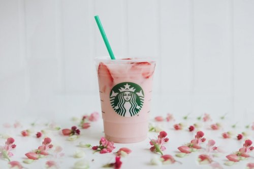 How to Make a Copycat Starbucks Pink Drink