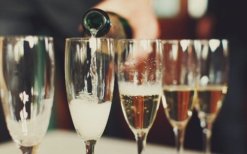 This Is the Real Difference Between Champagne and Sparkling Wine