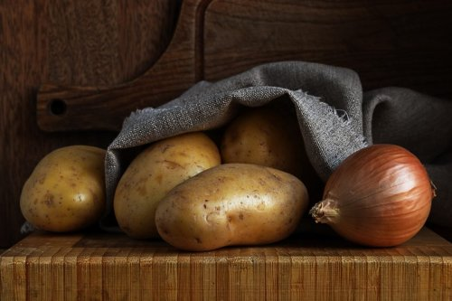 True or False: Potatoes and Onions Can't Be Stored Together?