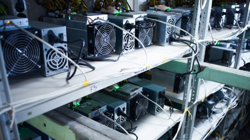 Bitcoin mining firm Genesis orders 10,000 more machines from Canaan