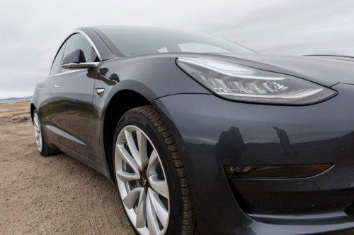 Tesla、黒字化達成のためにサプライヤーに返金要請、との報道