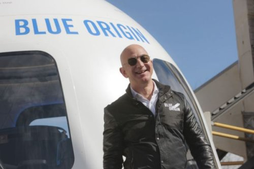 Bezos offers billions in incentives for NASA's lunar lander contract
