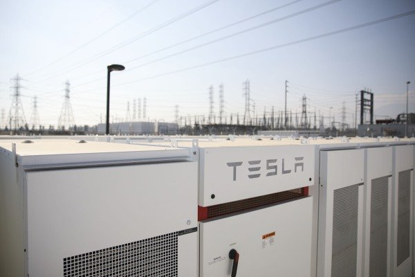 Tesla's solar and energy storage business rakes in $810M, finally exceeds cost of revenue