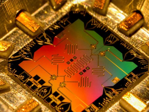 Quantum news: IonQ and Accenture announce partnership and a startup uses diamonds as qubits