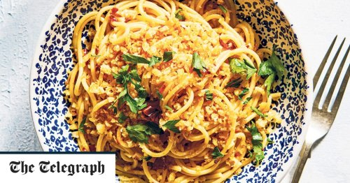 Spaghetti with garlic, chilli and toasted breadcrumbs recipe