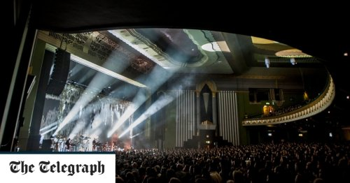 When a pop star sabotages his own gig – Bon Iver, Hammersmith Apollo, review