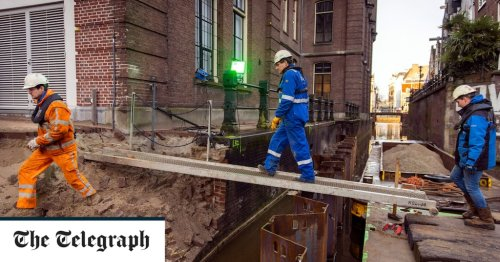 Amsterdam is crumbling into the canal