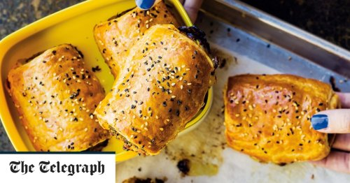 Chicken, bacon and spinach sausage rolls recipe