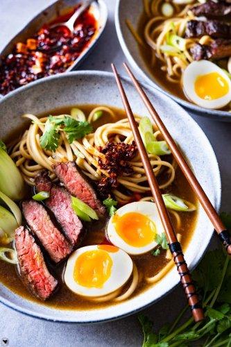 Schnelle Asia Nudelsuppe mit Rindfleisch - 30 Minuten Rezept - Tellerabgeleckt