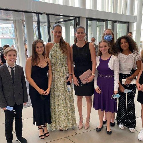 Barbora Krejcikova congratulates Novotna Award winner Ana Ivanovic in Luxembourg | Tennis.com