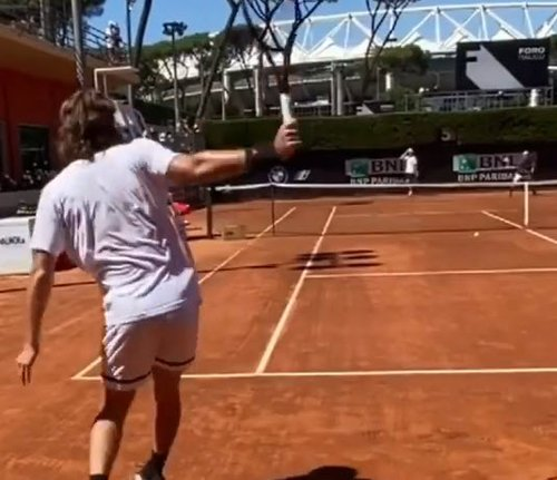 Stefanos Tsitsipas hitting hard on training before facing Cilic in Rome