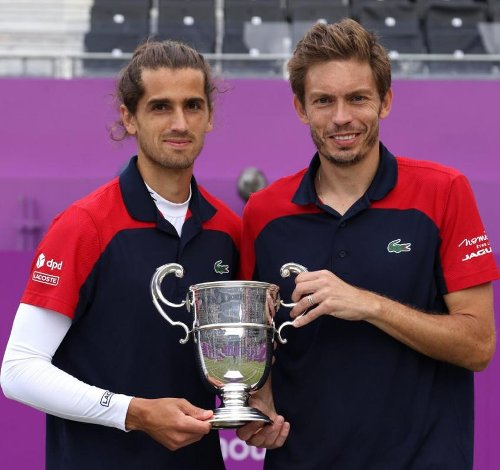 Pierre-Hugues Herbert und Nicolas Mahut reagieren auf den Gewinn von Queen's