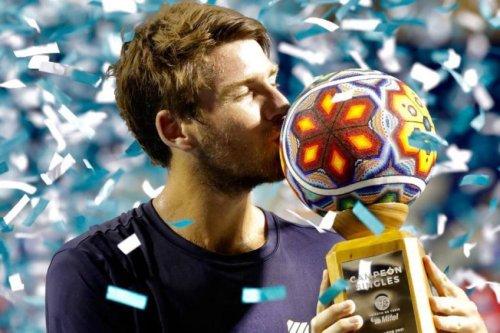 Cameron Norrie réagit après avoir remporté son premier titre ATP à Los Cabos