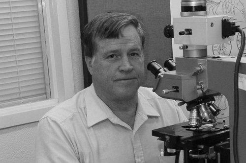 Người tìm ra nguyên gây bệnh EMS - Donald Lightner vừa qua đời