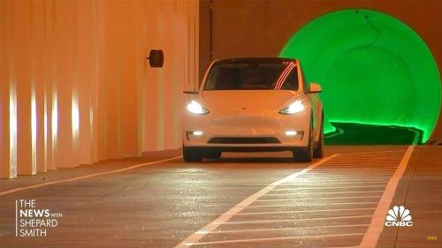 Inside Elon Musk's Boring tunnels under the Las Vegas Convention Center (video)