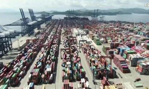 Transports de marchandises : embouteillages dans les ports - Journal de 20 heures | TF1